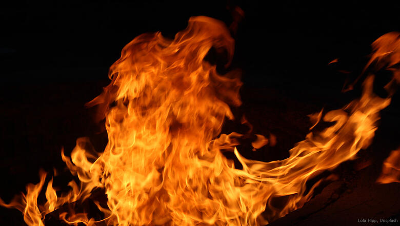 5 lola-hipp-fire-unsplash