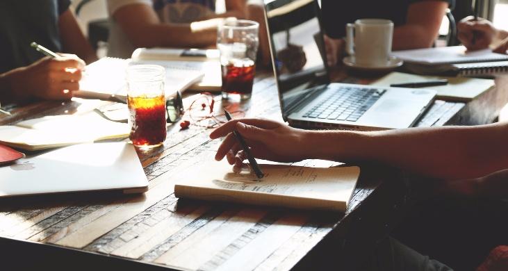 Få rådgivning og hjælp af nogle af kirkens førende eksperter